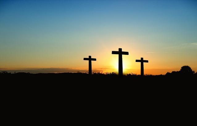 Imágenes de las 3 cruces donde Jesús fue crucificado